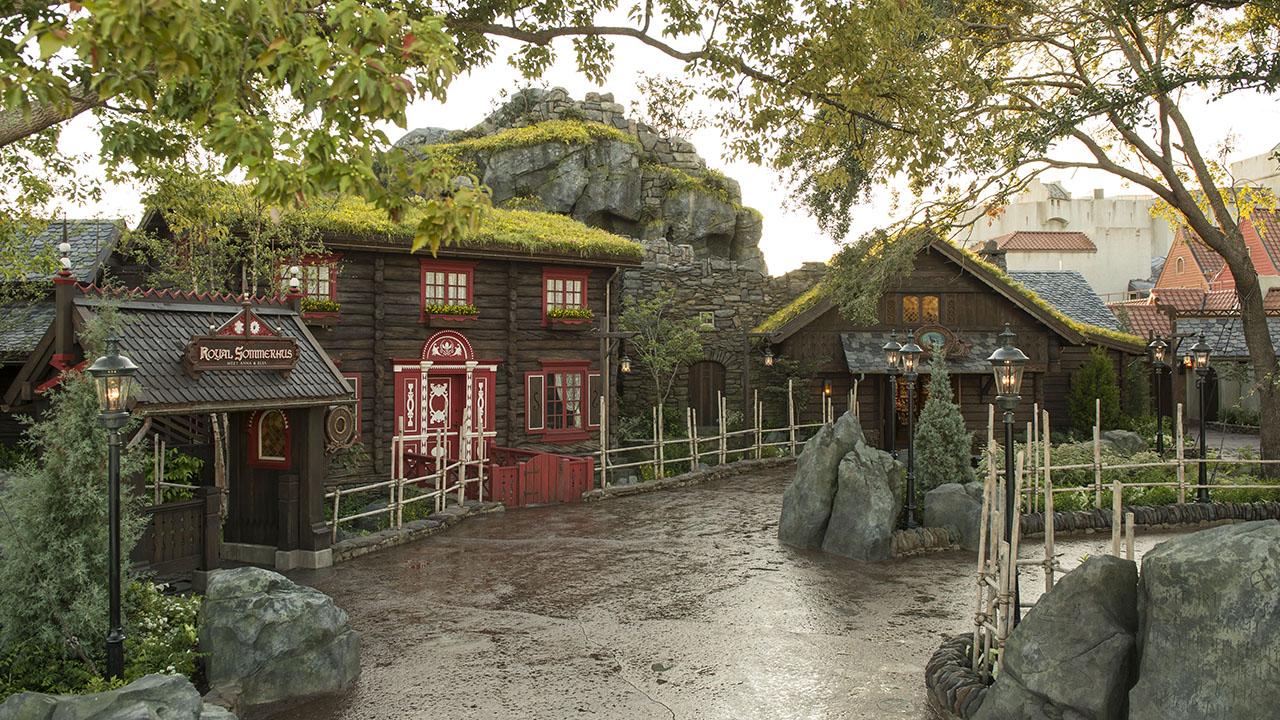 Anna & Elsa Meet and Greet at Epcot's Norway Pavilion