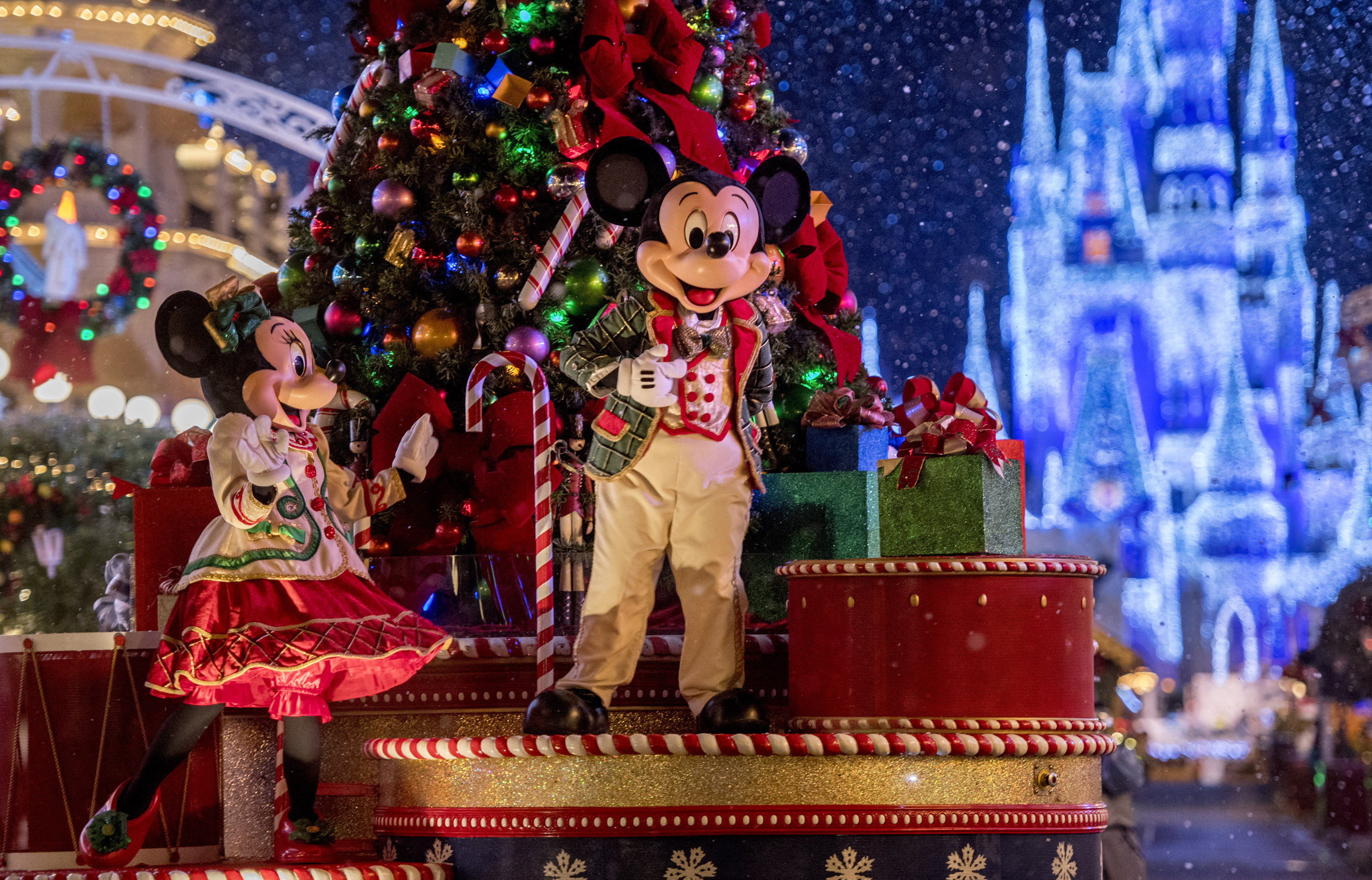 One of the best Christmas events at Disney World - Mickey's Very Merry Christmas Party! #disneyworld #xmasdisney #christmasatdisney #disneyevents #disneytrip #disneyplanning #disneyvacation