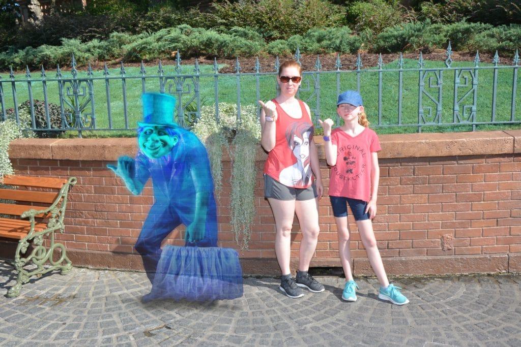 Haunted Mansion hitchhiking ghosts Magic Shot #disneyworld #hauntedmandion #disneyphotos #disneypics #memorymaker #disneytravelagent #disneytravelplanner