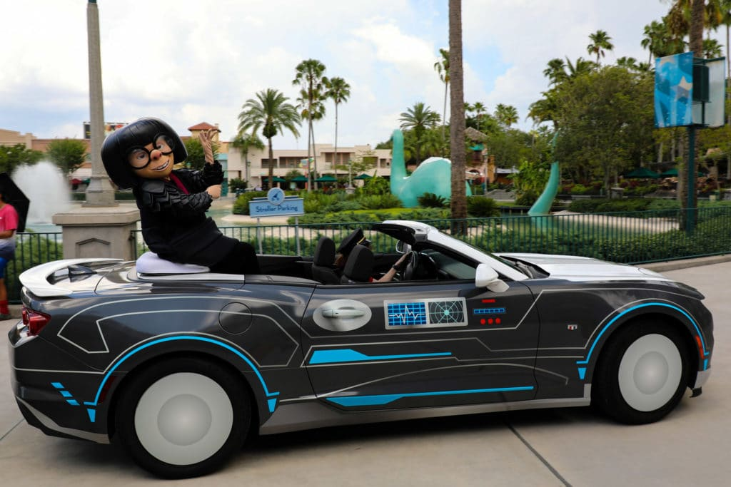 Disney World character cavalcade at Hollywood Studios - Pixar Pals #disneyworld #disneycharacters #disneytrip #disneyvacation #travelagent #disneytravelagent