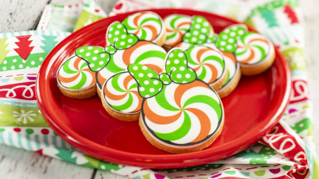 Christmas Cookies at Epcot, how to celebrate Christmas 2020 at Walt Disney World #waltdisneyworld #disneyworld #epcot #internationalfestivaloftheholidays #disneyplanning #travelagent #disneytravelplanner